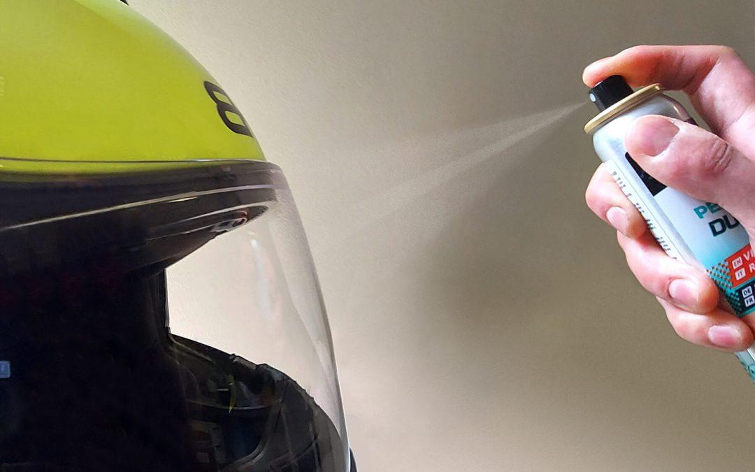 Casco pulito e igienizzato come si fa in MotoGP con Durance